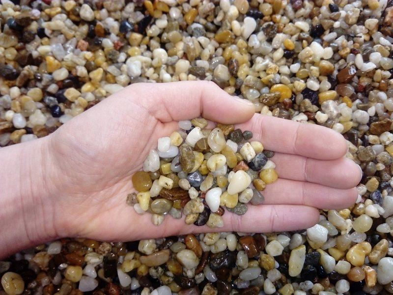 Мелкий гравий отлично подойдет в качестве грунта для аквариума