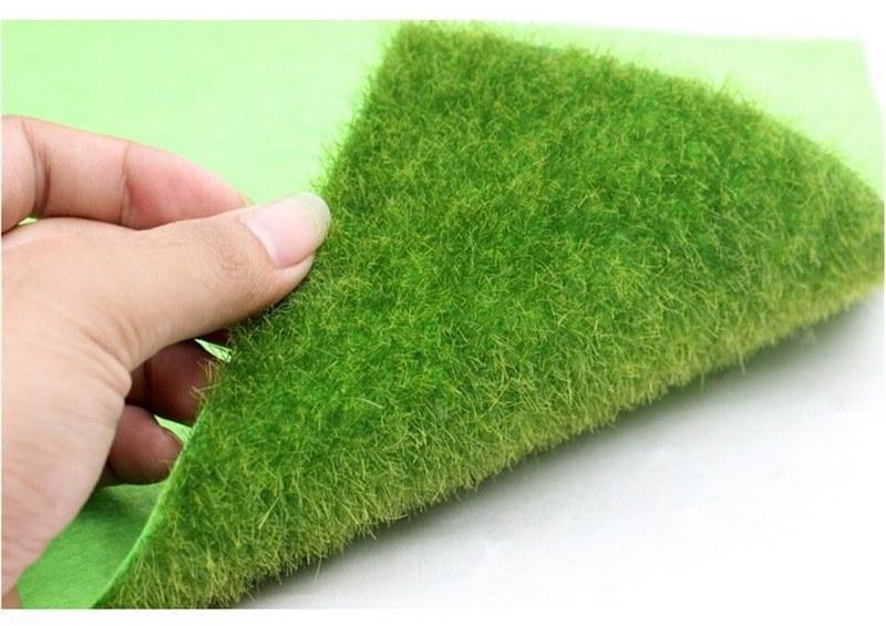 Для террариума рекомендуется использовать декоративный коврик с искусственной травой